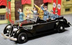 CS00800 Hitler Touring Limousine (4 fig )