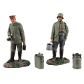 BR23102 German Infantrymen with Mess Equipment