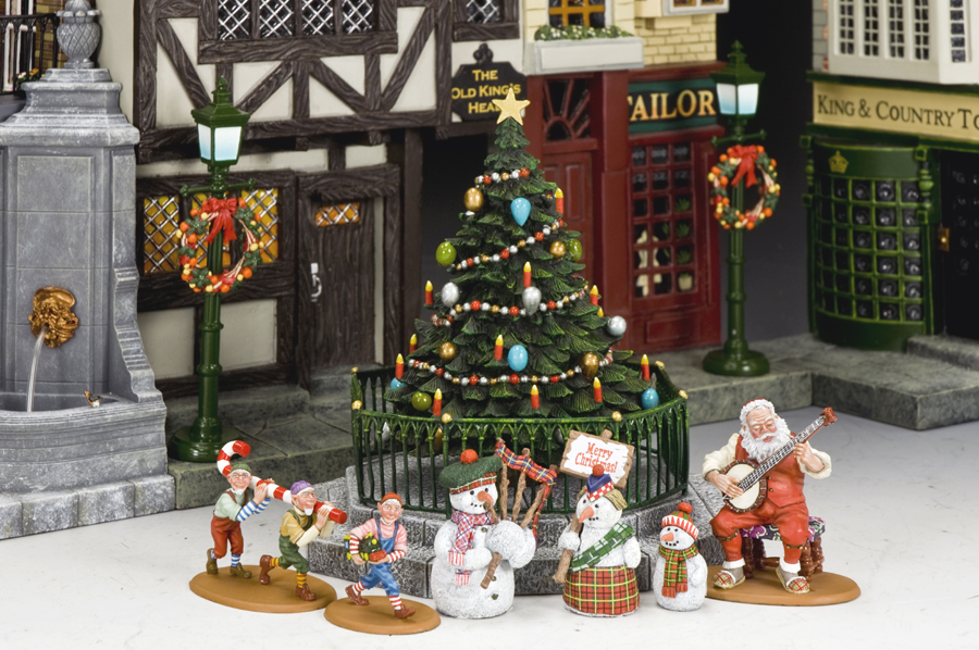 Village Christmas Tree Stand.The Military Workshop Xm016 03 Pre Order Dickens Village